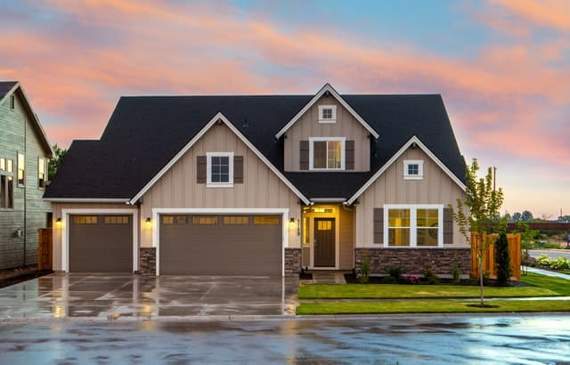 Big house with garage - selling a house with cladding
